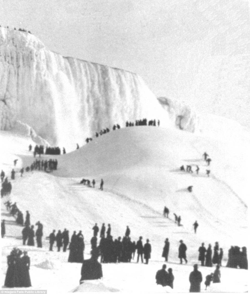 В 1911 году ниагара замерзла на полдня