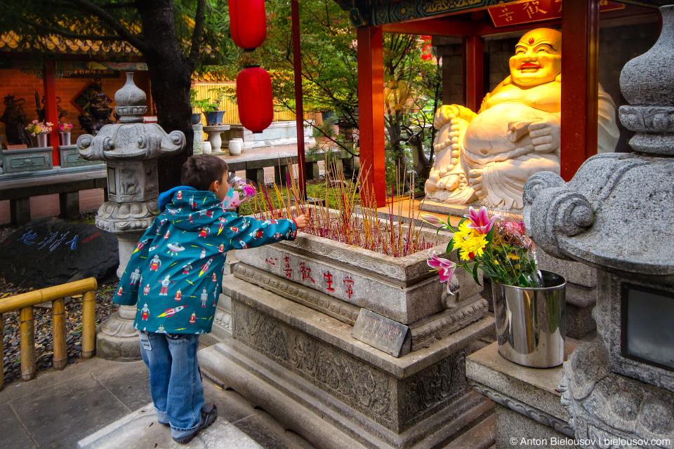 На покрова поставили свечку… в буддистском храме