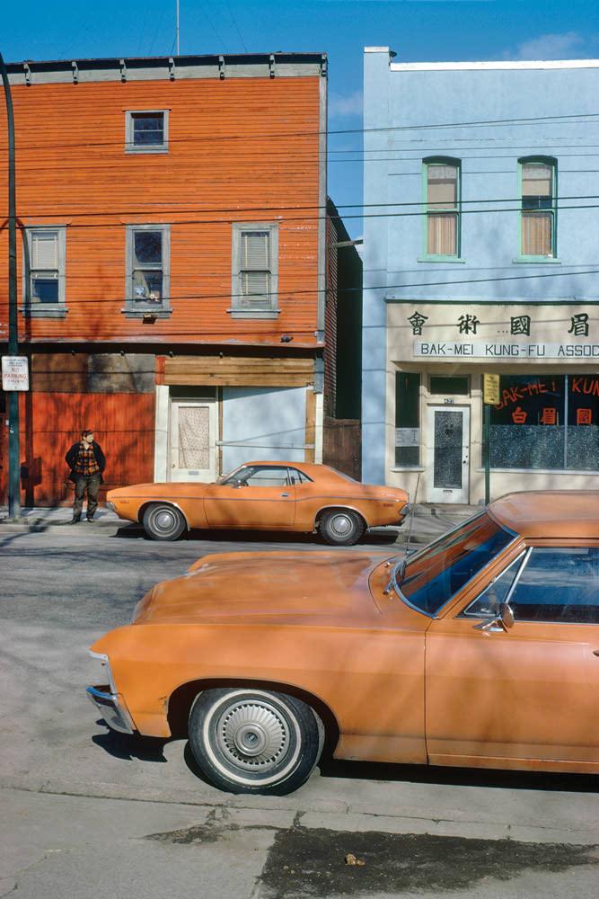 Оранжевые авто (© Fred Herzog)