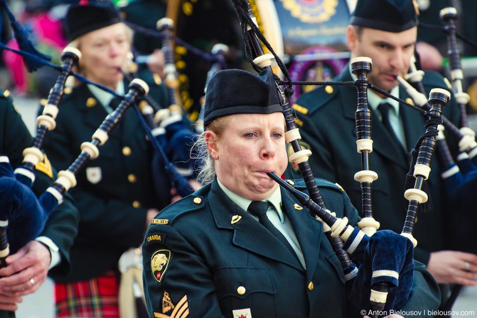 Ирландский оркестр на параде Святого Патрика в Ванкувере
