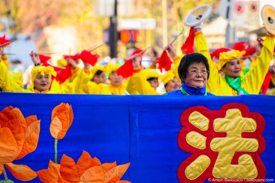 Китайский народный оркестр на параде Святого Патрика в Ванкувере