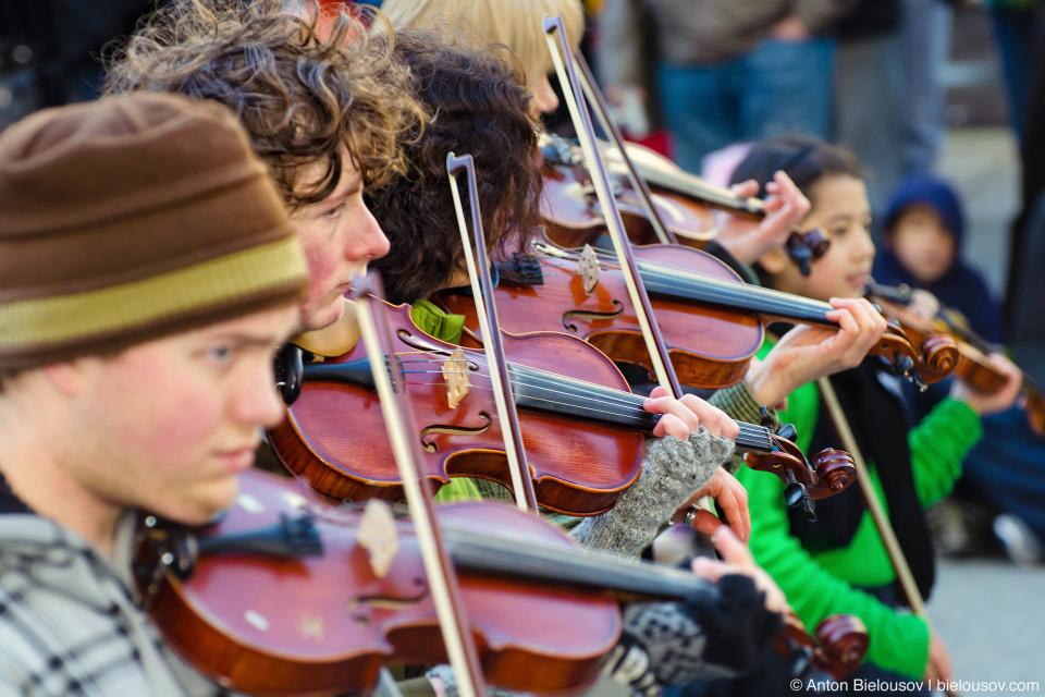 Ирладнские скрипачи на параде Свтого Патрика в Ванкувере