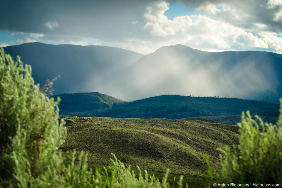 Дождь в далеке Sundance Guest Ranch, Ashcroft, BC