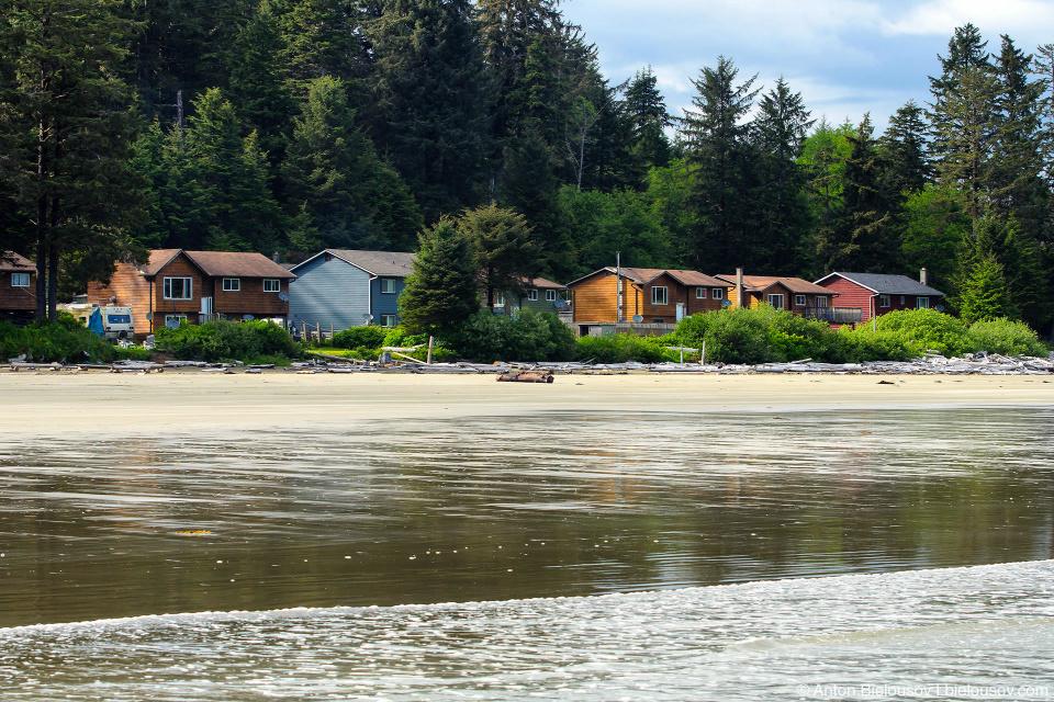 Индейская резервация Esowista, BC находится на берегу океана, в зоне возмодного поражения цунами