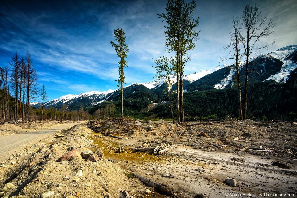 Завал на месте оползня горы Mountain Meager 2010 года в долине Lillooet River в районе городка Pemberton, BC
