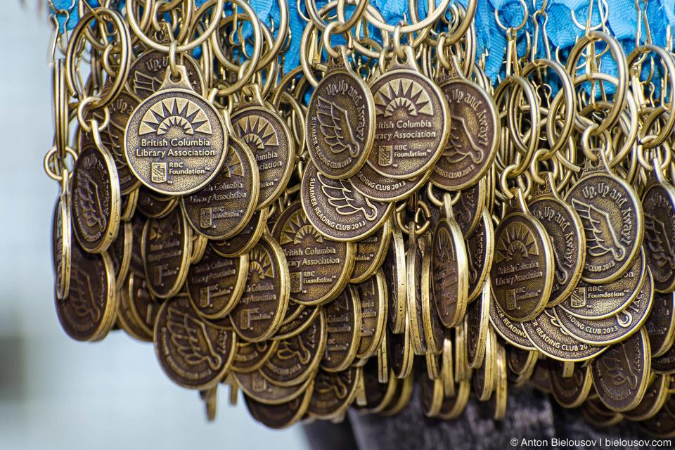 Медали за летнее чтение (Burnaby Public Library)