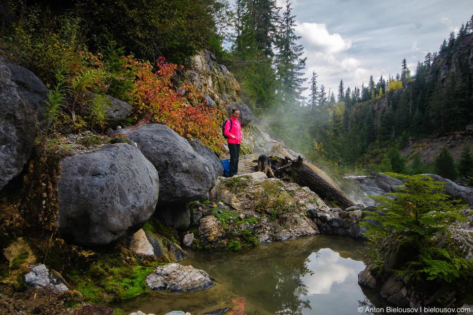 Осенним горячим источникам Keyhole Falls Hot Springs позавидуют многие ландшафтные дизайнеры