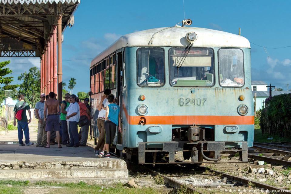 Camajuani: Город выжил  в основном благодаря железнй дороге, по которой отсюда вывозили сахар с плантаций. Пригородние трамваи — пожалуй, самое интересное, что здесь есть.