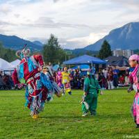 Обычно территория Пау-вау организована в виде нескольких колец с танцевальной ареной в центре.