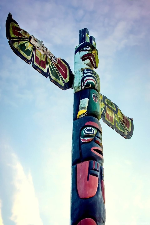 Тотем в индейской резервации Xwemelch'stn (Squamish Nation, Vancouver, BC)