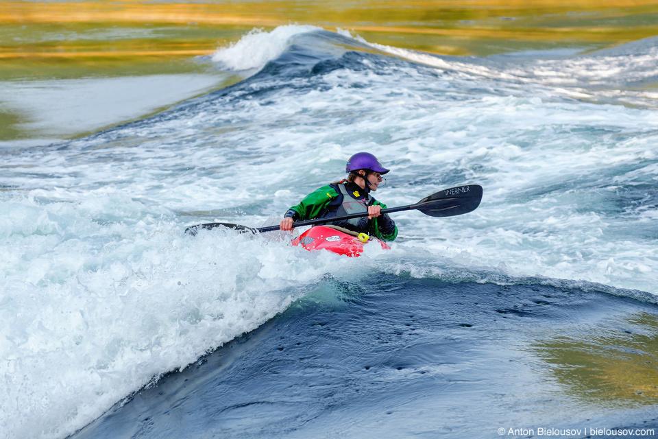 Skookumchuck Narrows: Не удивительно что любители каякинга и серфинга оседлали эту волну.