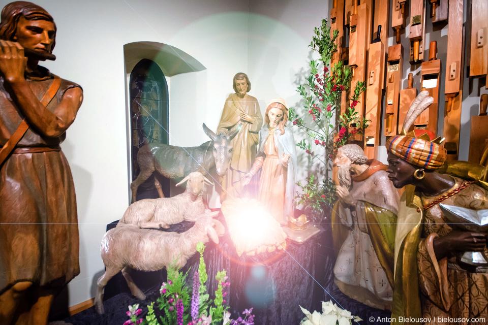 Рождественский вертеп в ванкуверском кафедральном соборе.