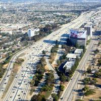 Вид на 405 шоссе при заходе на посадку в LAX