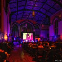 Струнный квартет играет Slow-motion Beatles в церкви Trinity Church на Nuit Blanche в Торонто