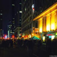 Пугающая инсталляция с клоуном на перекрытой на ночь Nuit Blanche Yonge Street в Торонто.