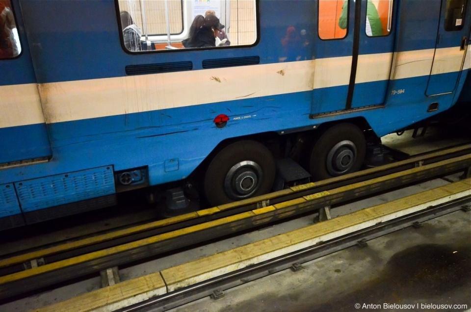 Montréal Metro Train on Ruby Wheals