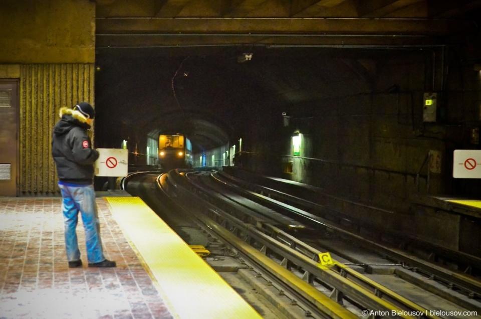 Montréal Metro Train in Tunnel
