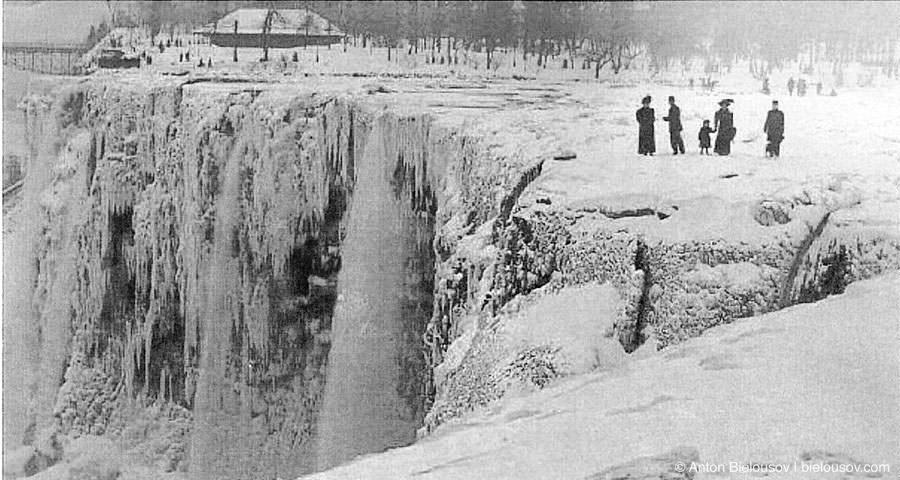 Frozen Niagara Falls in 1911