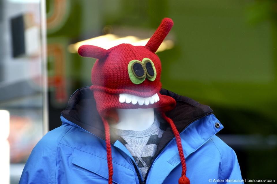 Смешная шапка с зубами