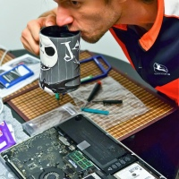 Disassembling Macbook Pro 15