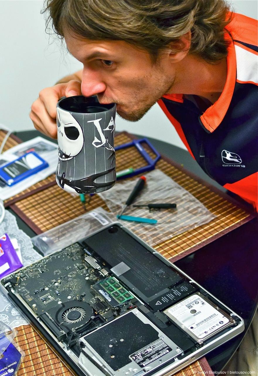 "Disassembling Macbook Pro 15"" Unibody, mid 2010"