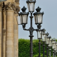 Фонари у Лувра (Париж)