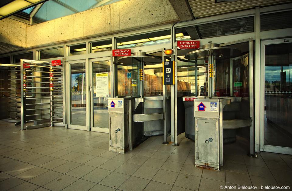 Toronto Glencairn Subway Station Hall