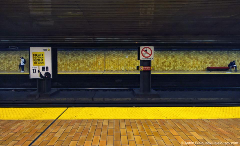 Toronto TTC Spadina Subway Station Platform