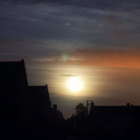 Ночное небо над центральной и единственной улицей деревеньки Colleville sur Mer