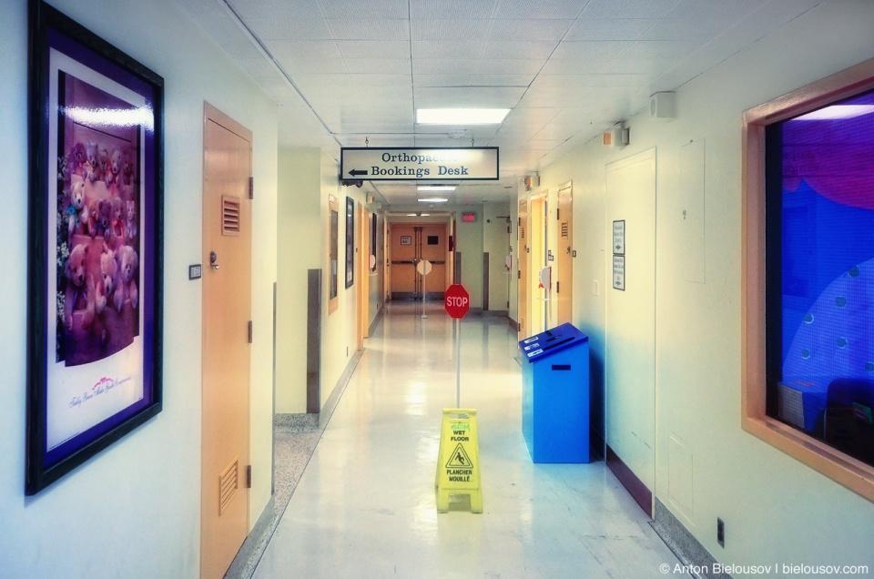 Больничный коридор в госпитале Sick Kids Toronto