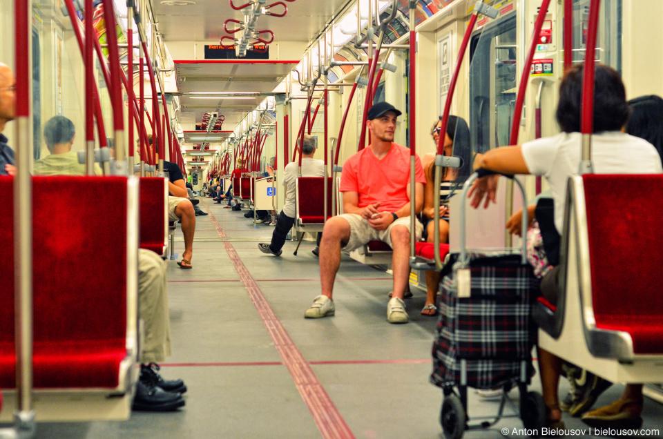 Новые бесшовные поезда метро TTC Торонто