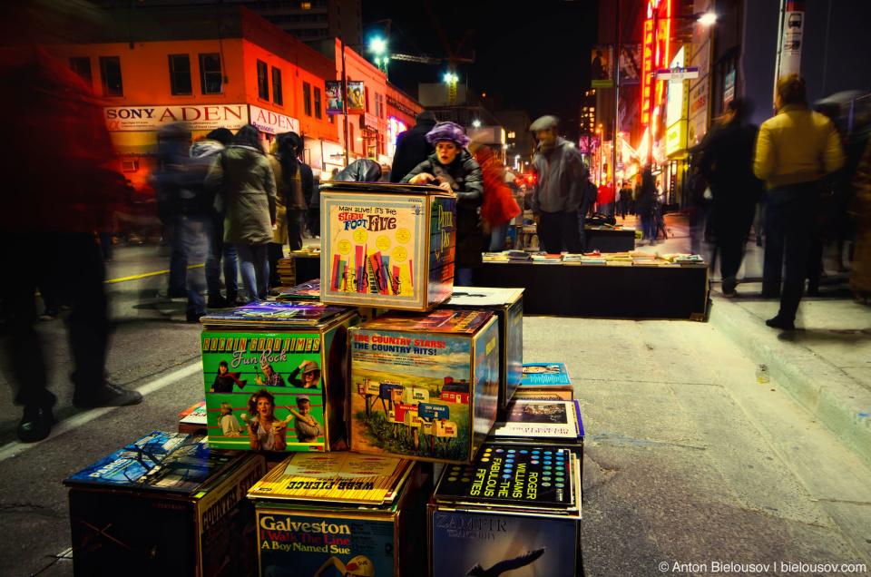 Nuit Blanche Vinyle Discs Boxes on Yonge Street