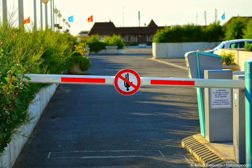 Шлагбаум на въезде на пляж в Deauville