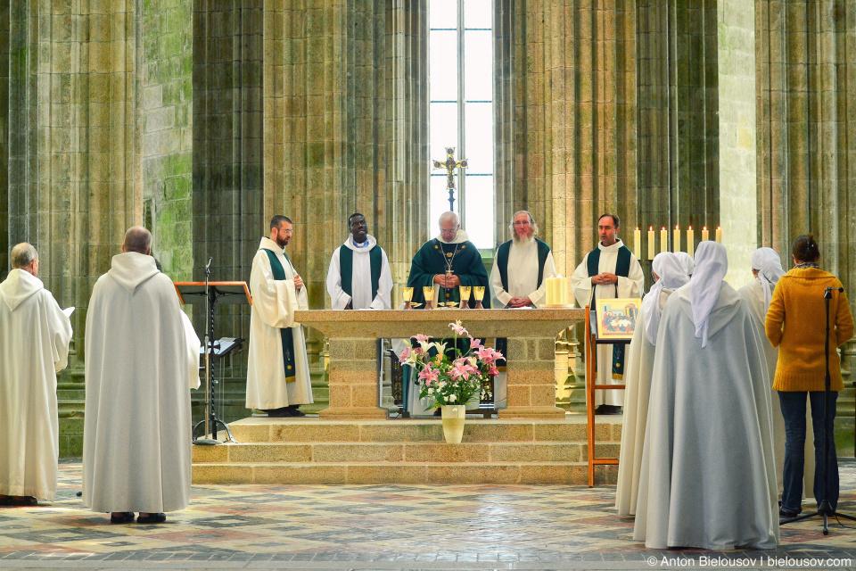 Месса в Mont Saint-Michel