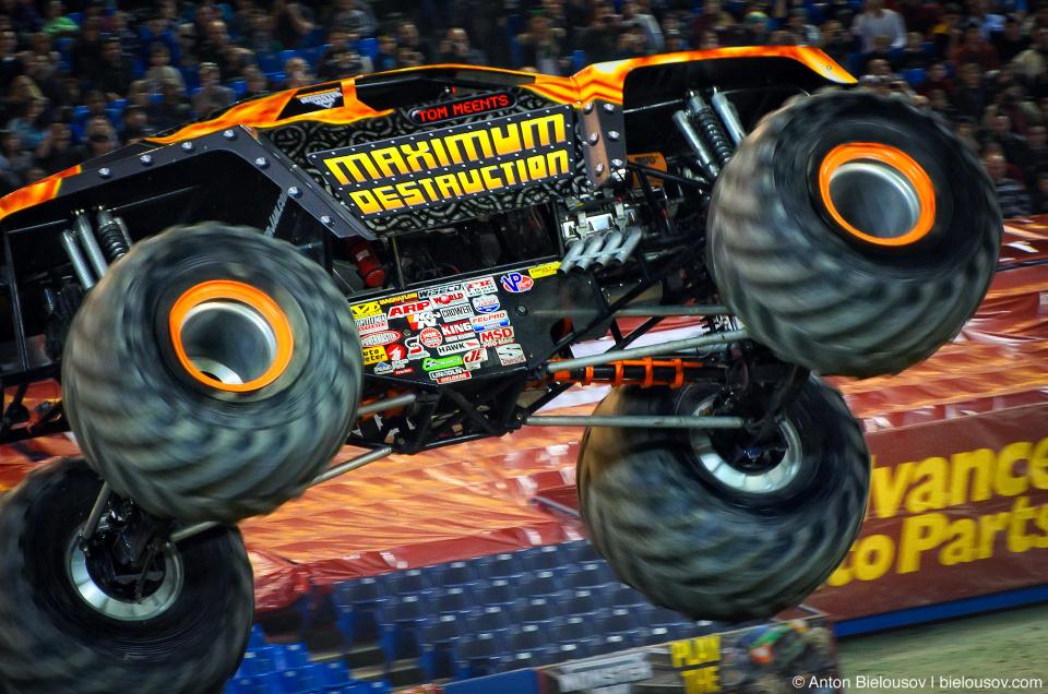 "Monster Jam Trucks, Toronto: ""Maximum Destruction"""