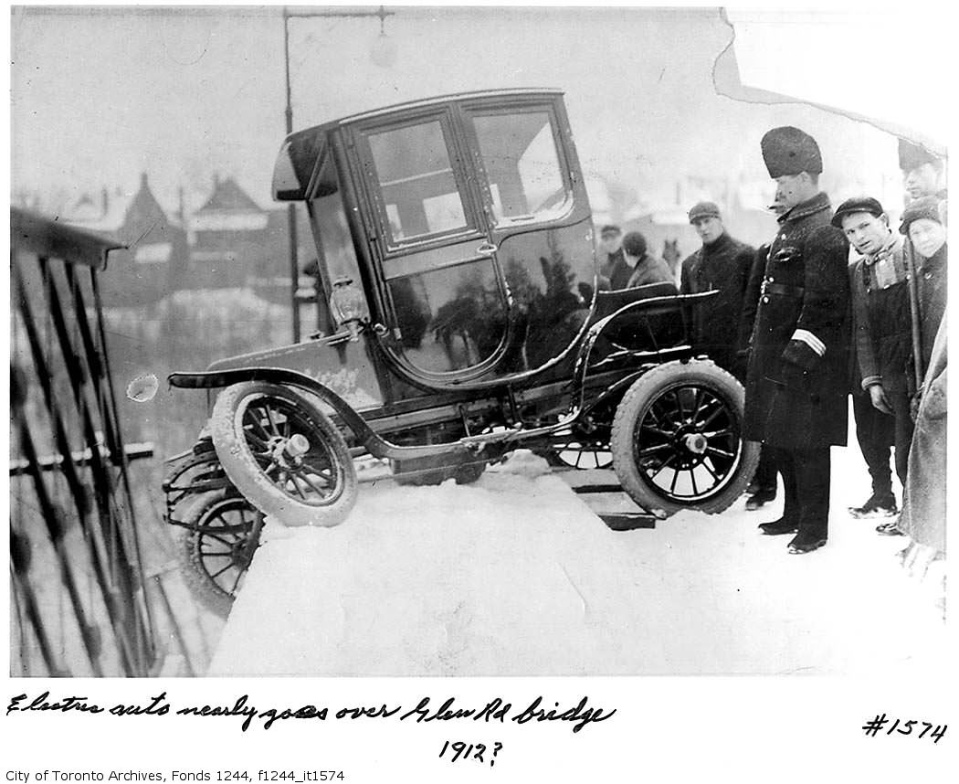 Toronto first electric car accident on Glen Road Bridge in 1912