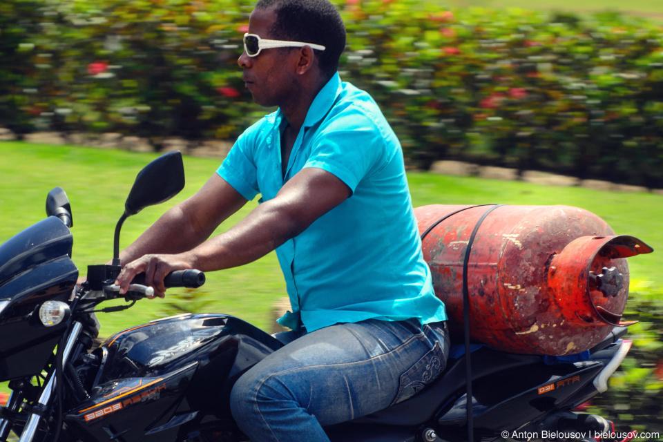 Dominican biking with gas ballon