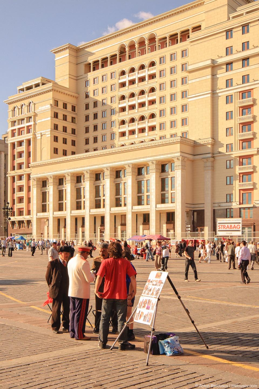 Двойники Ленина и Сталина бомбят на Красной Площади