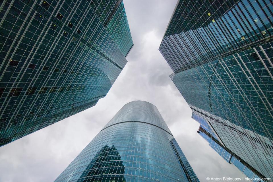 Вид на башни Москва Сити с внутреннего двора