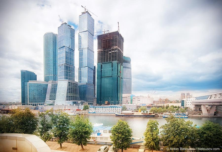 Стрящийся бизнес-центр Москва-Сити в 2009 году