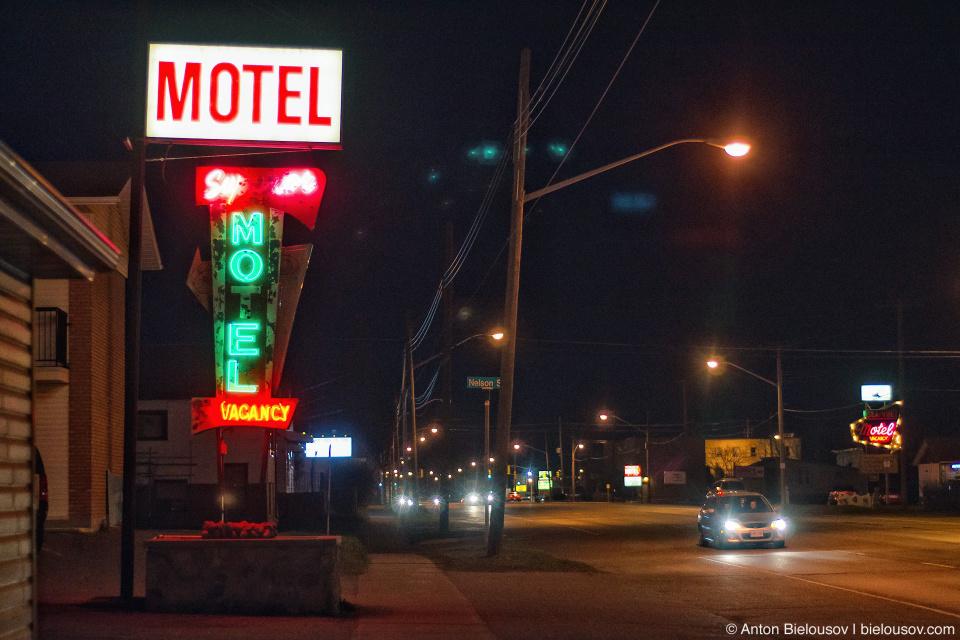 Motel neon sign at ThunderBay, ON