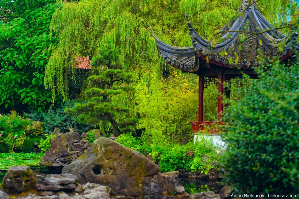 Китайский сад имени Сун Ятсена (Dr. Sun Yat-Sen) — первый настоящий классический сад, построенный за пределами Китая (1985—1986).
