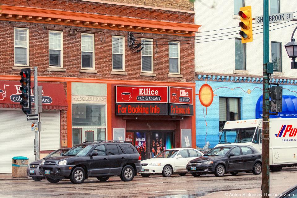 Winnipeg Toronto-style and Montréal-style streetlights on the same intersection