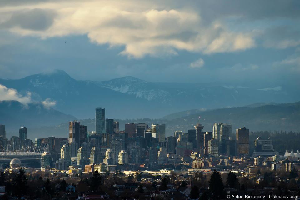 Даунтаун Ванкувера из окна на 20-м этаже в Burnaby, BC