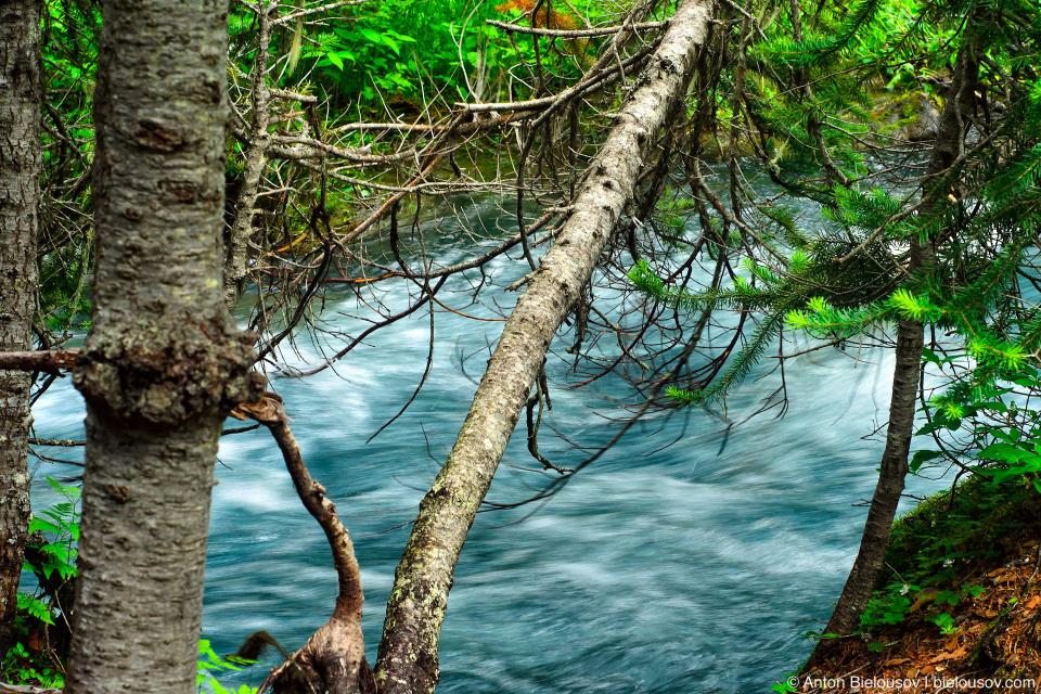 Река, соединяющая верхнее и среднее озера Джоффр
