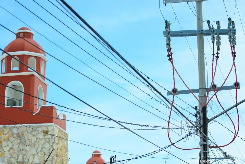 Провода – неотъемлимая часть городского пейзажа в Мексике