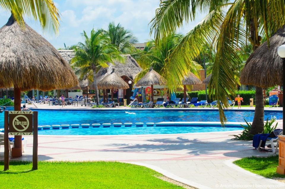 Gran Bahia Principe Coba hotel pool. Cancun, Mexico