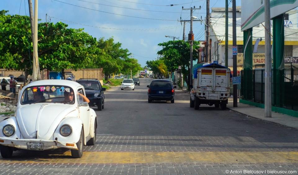 Сатрый Volkswagen Beatle — одна из самых распространенных машин на Юкатане после пикапа Тойоты