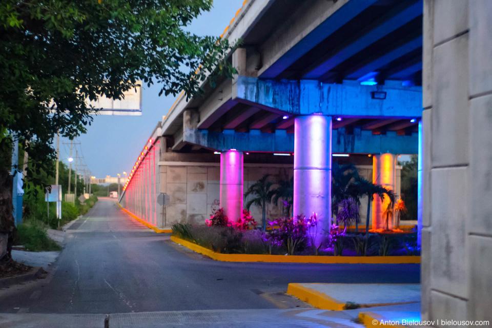 Мосты с подсветкой на Юкатане