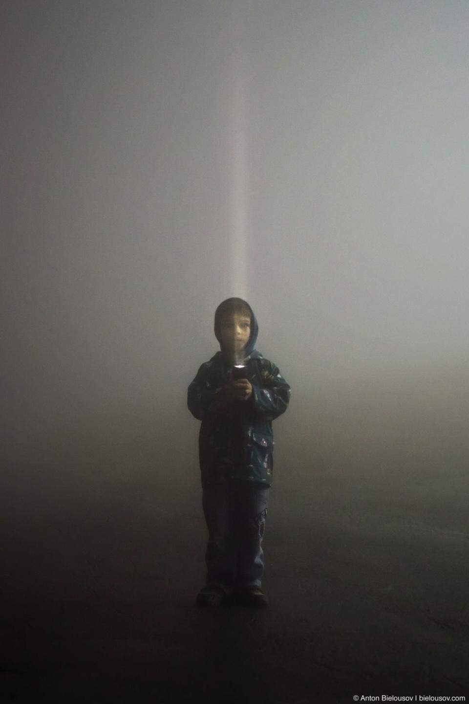 Джедай с фонарем в тумане